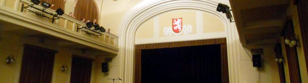 Divadlo-Za-plotem